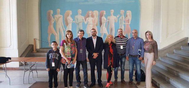 """הסטודנטים של """"מפעלות חינוך"""" מבקרים בתערוכה """"תיקון"""" בעיר יאשי"""